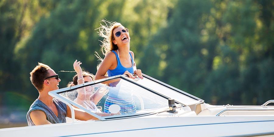 Wheeeeeee I'm on a boat!